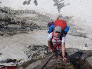 20180623-1501-Leiteraufstieg_ueber_Gletscherplatten